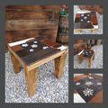 Table basse sur mesure en bois brulé pour faire ressortir les veines du bois avec plateau trés personnalisé et déco avec patwork de differentes matières .possibilité de poser un verre securite dessu.